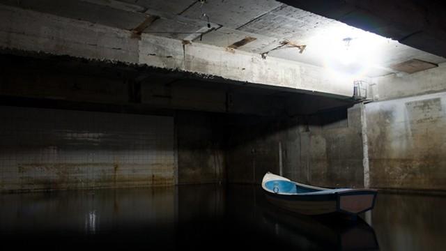 Alone Water Empty Room